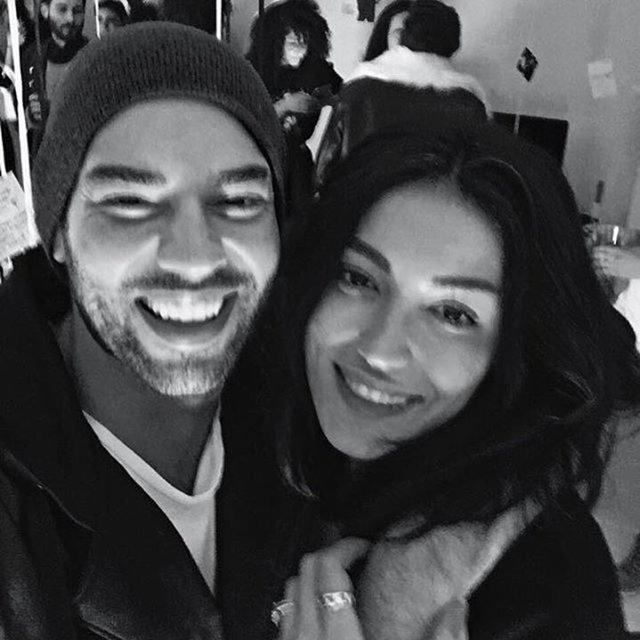 'Cebimdeki Yabancı' filmiyle şöhretini perçinlemeye hazırlanan Şükrü Özyıldız, bir süredir imaj danışmanı Rabia Yaman ile aşk yaşıyor.