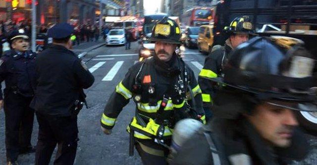 New York polisi, Manhattan'da sebebi henüz bilinmeyen bir patlama gerçekleştiğini duyurdu. İşte olay yerinden görüntüler...