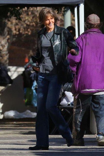 HT Magazin'de yer alan habere göre,rol aldığı polisiye film 'Destroyer'ın çekimlerinde Los Angeles'ta görüntülenen Oscar ödüllü sinema oyuncusunu görenler gözlerine inanamadı.