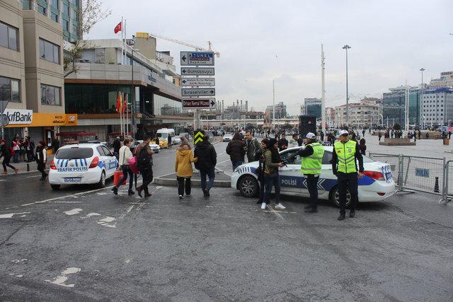 İstanbul Emniyet Müdürlüğü'nün yılbaşı nedeniyle aldığı güvenlik önemleri uygulanmaya başlandı.
