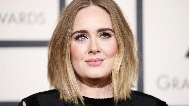 HT Magazin'de yer alan habere göre, müzisyen eşi Simon Konecki ile Londra-Los Angeles arasında mekik dokuyan dünyaca ünlü şarkıcı Adele, memleketi olan Londra'ya taşınmaya karar verdi.