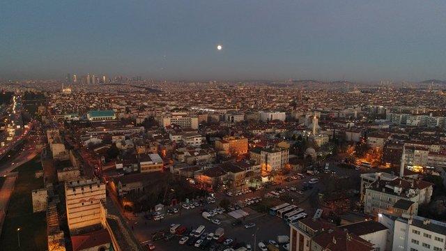 """Yeni yılın ilk günlerinde Dolunay'ın her zamankinden yüzde 30 daha parlak ve dünyaya en yakın olduğu """"Süper Ay"""" İstanbul başta olmak üzere bir çok ilde kendini gösterdi. İstanbul"""