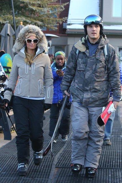 Attığı her adımla yıllardır gündem olmayı başaran Paris Hilton, yeni yıla sevgilisi Chris Zylka'yla Colorado Aspen'de karlar içinde girmeyi tercih etti.