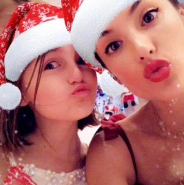Bir süre önce podyumlara veda eden Brezilyalı topmodel Alessandra Ambrosio oğlu Noah ile birlikte yeni yıla ülkesi Rio plajlarında girdi.