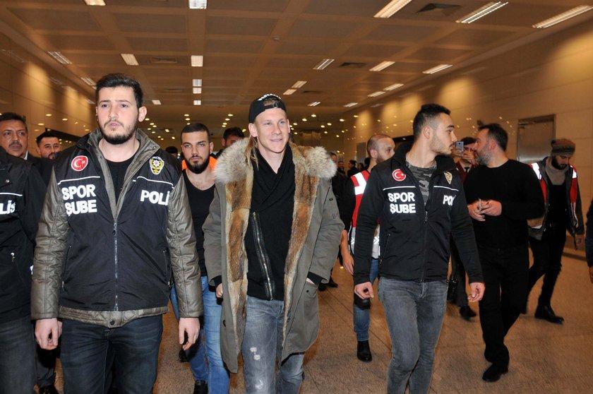 Beşiktaşın yeni transferi Vida İstanbula geldi 76