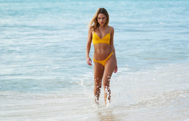 Gazete Habertürk'te yer alan habere göre, koleksiyonunda yer alan sarı bikinisiyle tüm bakışları üzerinde topladı.