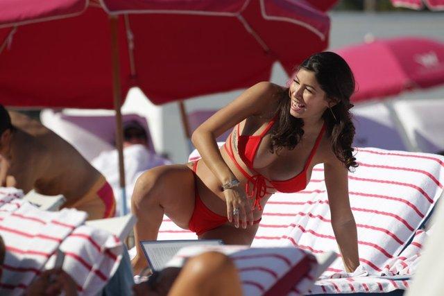 HT Magazin'de yer alan habere göre, Justin Bieber'ın eski sevgilisi Porto Riko asıllı Amerikalı manken Alexandra Rodriguez, Miami'de tatil yaparken görüntülendi