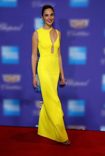 Gazete Habertürk'te yer alan habere göre, 2017'nin en çok gişe hasılatı yakalayan filmlerinden Wonder Woman'ın İsrailli yıldızı Gal Gadot, ABD'nin Palm Springs Uluslararası Film Festivali'ne civciv sarısı dekolte bir elbise ile katıldı