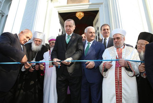 Cumhurbaşkanı Recep Tayyip Erdoğan, Başbakan Binali Yıldırım ve Bulgaristan Başbakanı Boyko Borisov Demir Kilise'nin açılış törenine katıldı.