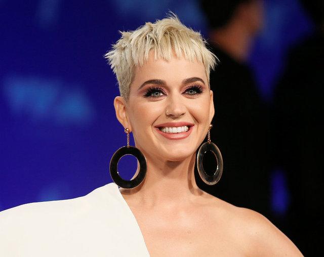 Gazete Habertürk'te yer alan habere göre,  Dubai'ye konser için giden Perry'nin Bloom'un çağrısıyla Maldivler'e geçtiği iddia edildi.