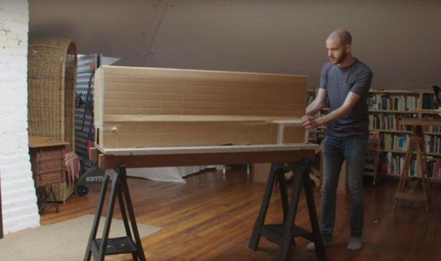 Sadece tutkal, kağıt ve minik tahta parçalarını kullanarak kendi son model uçağını yaptı, tam 5000 saatini buna harcadı! Son hali görenleri kendine hayran bıraktı!