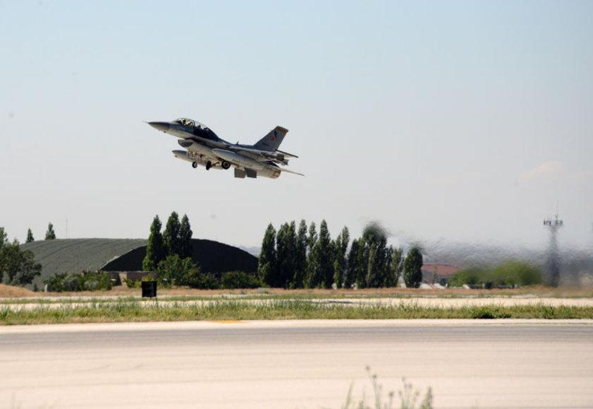 <p>TSK'nın 'Zeytin Dalı' harekatı kapsamında Afrin'e gerçekleştirdiği havadan bombardımana Konya'daki 3'üncü Ana Jet Üs Komutanlığı'nda konuşlu olan 132'nci Hançer Filo'ya ait 12 adet F-16 savaş uçağının da katıldığı ortaya çıktı.</p>