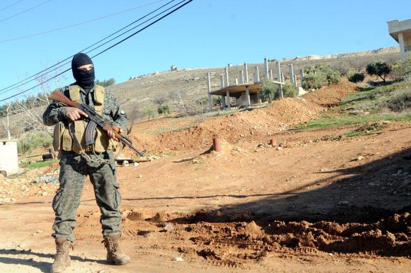 <p>Bugün de Afrin'in batısında 2 köyün teröristlerden temizlendiği duyuruldu.</p>