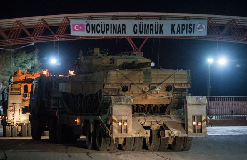 <p>Afrin'de PYD/PKK hedeflerine yönelik başlatılan Afrin Harekatı için tanklar ve zırhlı araçlar sınırı böyle geçti.</p>