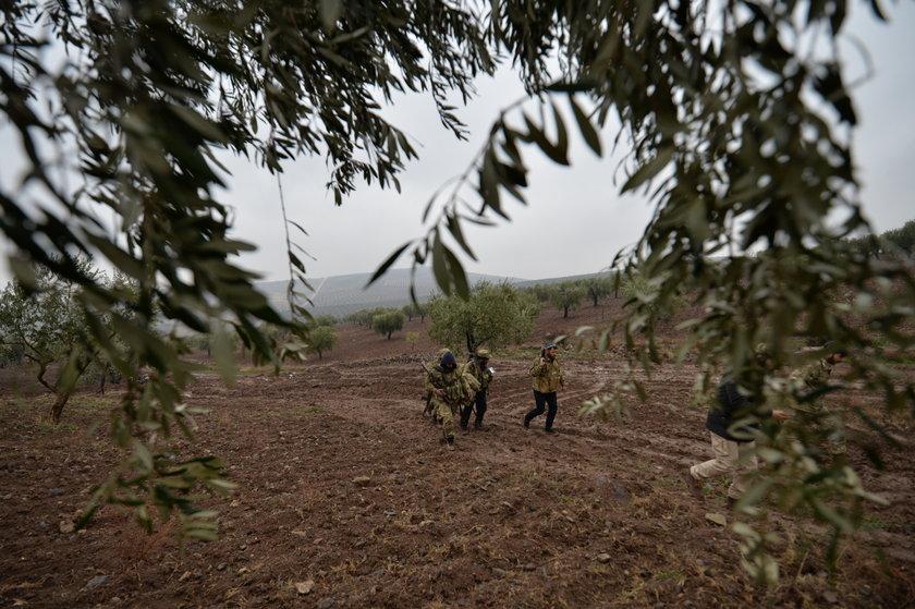<p>Bölgeden gelen son fotoğraflarda harekata adını veren zeytin dalları da dikkat çekiyor.</p>