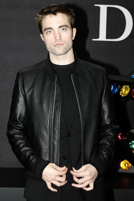 Fransa'nın başkenti Paris'te devam eden erkek moda haftasını izleyenler arasında ABD'li top model Bella Hadid ve İngiliz aktör Robert Pattinson da yer aldı.