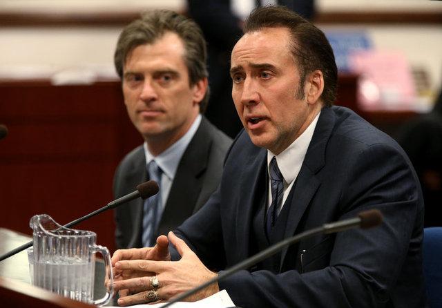 Gazete Habertürk'te yer alan habere göre, bir zamanlar 150 milyon dolar ile Hollywood'un en yüksek ücret alan isimleri arasında gösterilen Cage'in, yaptığı savruk harcamaları yüzünden vergi borçları 14 milyon doları buldu.