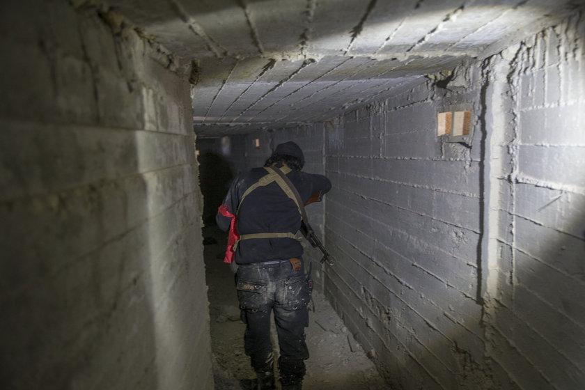 <p>Türk Silahlı Kuvvetlerinin (TSK),Zeytin Dalı Harekatı'nda terör örgütü PYD/PKK'dan ele geçirdiği Burseya Dağı'nda, teröristlerin uzun süreli barınma için hazırlık yaptığı betonarme yapılar bulundu</p>