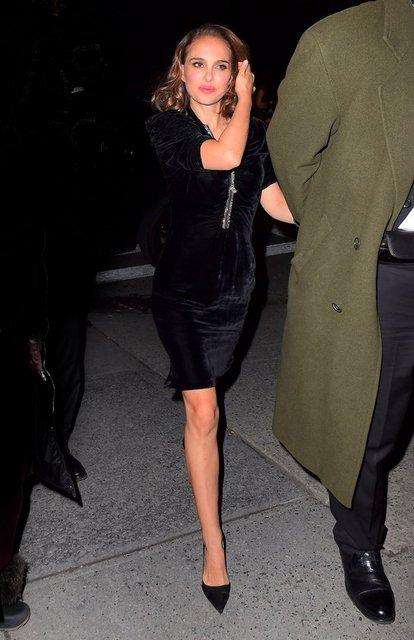 HT Magazin'de yer alan habere göre, Oscarlı oyuncu Natalie Portman, New York City'de düzenlenen bir etkinlik sonrası after partiye giderken objektiflere takıldı.