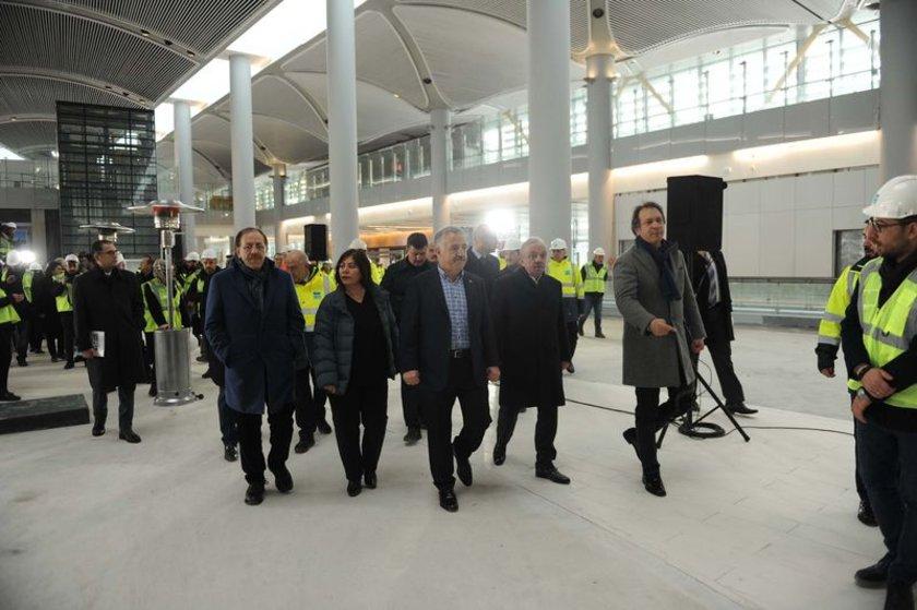 <p>Gayrettepe-3. havalimanı metro inşaatı son sürat devam ediyor. Tünel delme makineleri geldi. Çalışma başladı, tüneller deliniyor, metro yapılıyor</p>