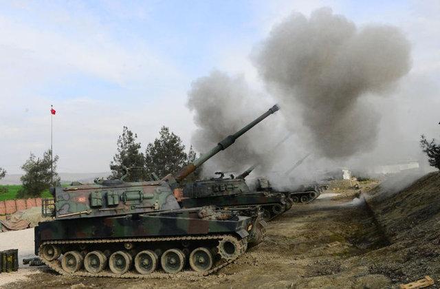 Zeytin Dalı Harekatı kapsamında terör mezileri Fırtına Obüsleri ile vuruluyor.