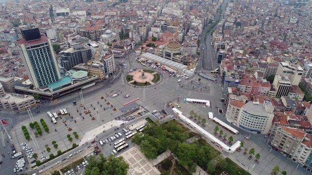 1 Mayıs Emek ve Dayanışma Günü nedeniyle güvenlik önlemlerinin alındığı Taksim Meydanı havadan görüntülendi.