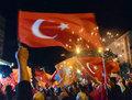<p>Cumhurbaşkanlığı seçimini Recep Tayyip Erdoğan'ın kazanmasıyla birlikte AK Partililer sokaklara akın etti.</p>