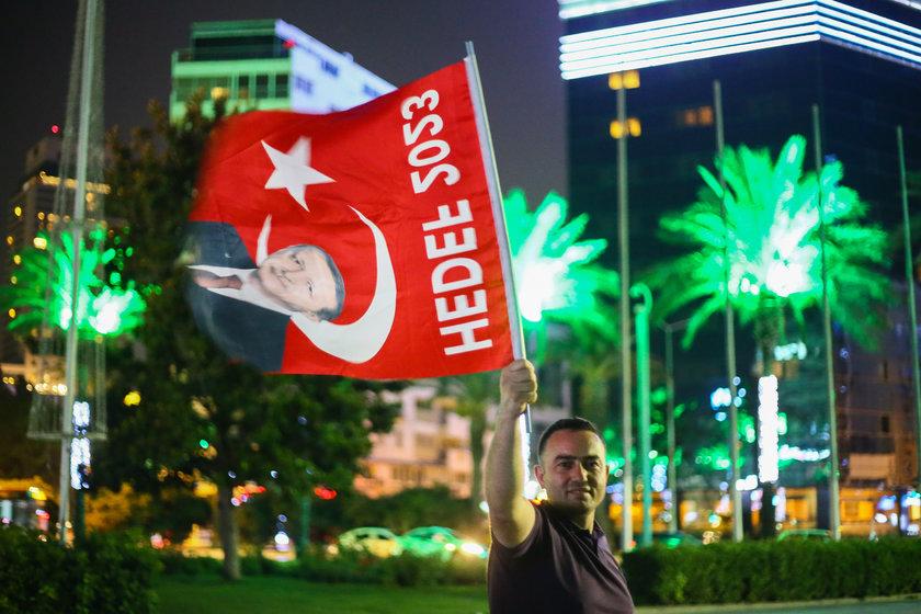 <p>İşte Ak Partililer'in zafer kutlamalarından kareler...</p>