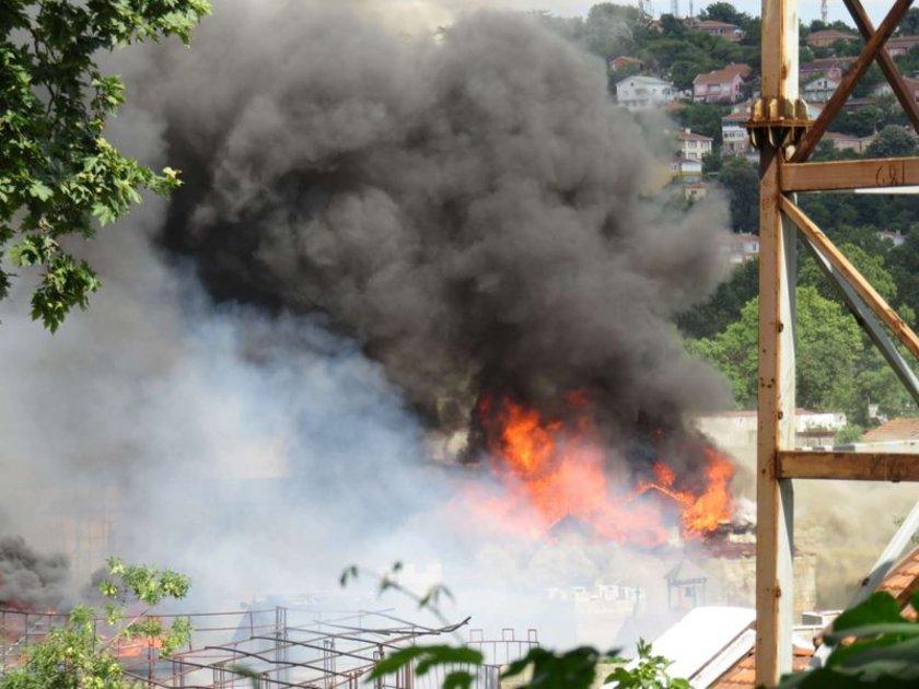 <p>Beykoz Belediye Başkanı Yücel Çelikbilek olayla ilgili açıklamasında, yangın sırasında dizilerin sezon finali vermesi sebebiyle çekim olmadığını ifade etti.</p>