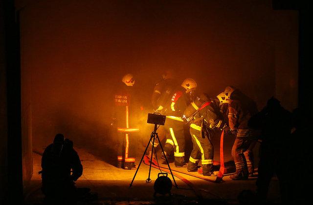 İstanbul'un Bakırköy ilçesindeki CNR Expo Fuar Merkezi'nin stant bakım atölyesinde çıkan yangın hasara neden oldu.