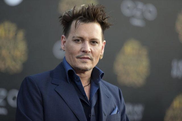 Eski eşi Amber Heard'e şiddet uyguladığı iddialarıyla gündemden düşmeyen ve adı peş peşe şiddet olaylarına karışan Johnny Depp'e bir şok daha!