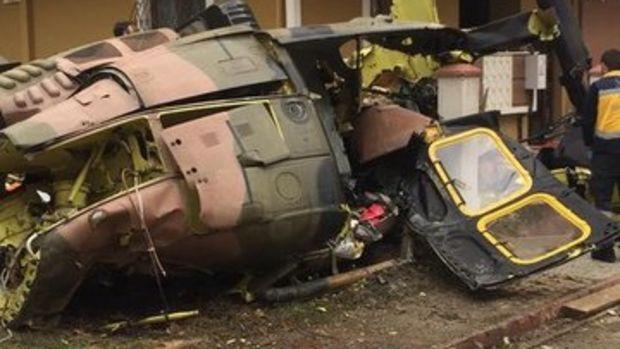 Sancaktepe'de askeri helikopter düştü! Olay yerinden ilk kareler