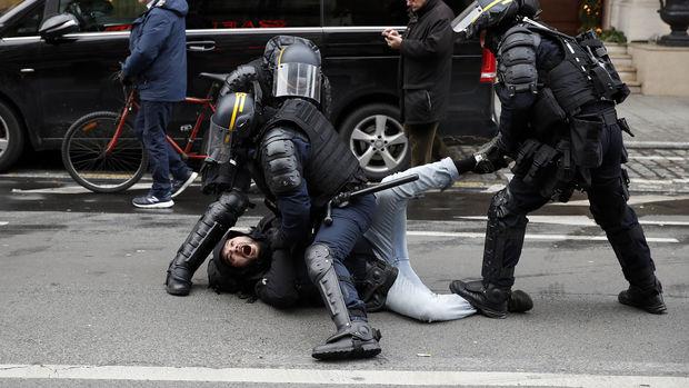 Paris'te sert müdahale, yüzlerce gözaltı!