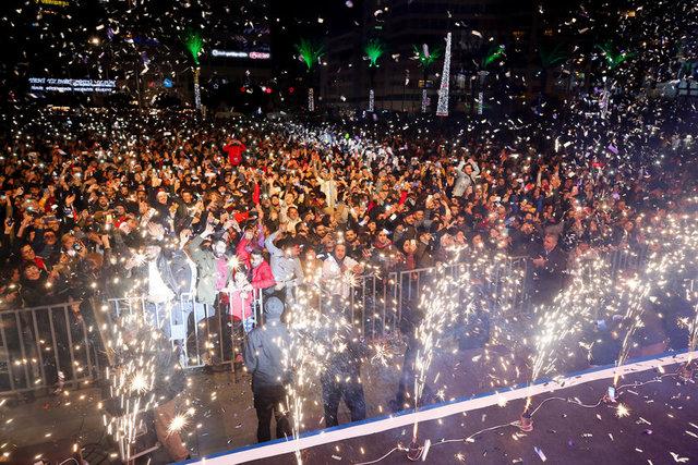 İzmirde yeni yıl kutlaması