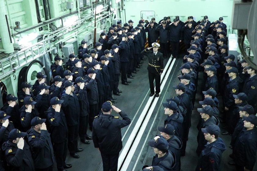 <p>Gemiler senaryo gereği, asimetrik tehdit kapsamında terörist bot ve hava vasıtasını etkisiz hale getirip, mayınlanmış sahadaki mayınları temizleyen mayın avlama gemisi rehberliğinde liman çıkışı yaptı. Gemiler daha sonra ihbar edilen denizaltıyı, denizaltı savunma harbi eğitim kapsamında arayıp tespit ederek etkisiz hale getirdi.</p>