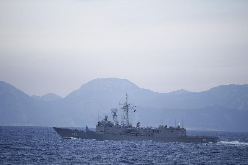 <p>Cumhuriyet tarihinde ilk defa ana vatanı çevreleyen üç denizde 103 geminin katılımıyla eş zamanlı gerçekleştirilen \