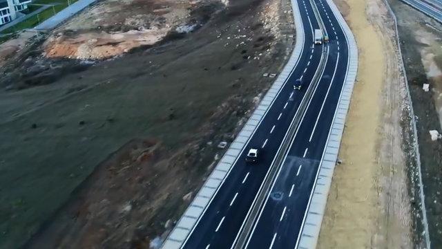 Yerli otomobili geliştiren Türkiye'nin Otomobili Girişim Grubu (TOGG), gün içinde duyurduğu üzere 19.23'te yeni bir fotoğraf paylaştı. TOGG'un son paylaşımında, yarın tanıtılacak yerli otomobilin test sürüşlerinden görüntüler yer aldı.