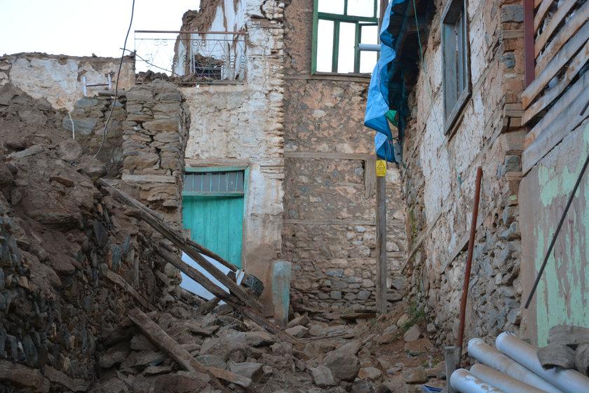 <p><strong>ARTÇILAR SÜRÜYOR</strong></p>\n<p>AFAD, Elazığ'ın Sivrice ilçesinde birçok artçı depremin kaydedildiğini açıkladı.</p>