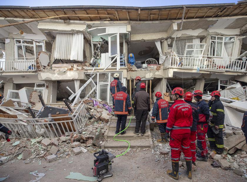 <p>Bölgede artçı sarsıntılar sürerken hayatını kaybedenlerin sayısının 22'ye yükseldiği açıklandı.</p>