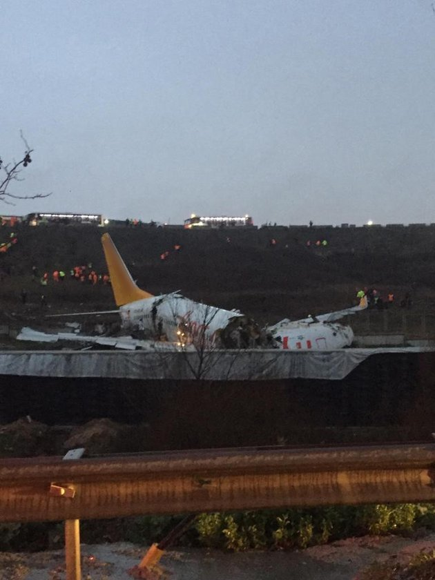 <p><strong>PEGASUS'TAN AÇIKLAMA: BİLGİ VERİLECEK</strong></p>\n<p>Pegasus Hava Yolları, İstanbul Sabiha Gökçen Uluslararası Havalimanı'nda pistten çıkan uçak nedeniyle can kaybı bulunmadığını, yaralı yolcuların hastanelere sevk edildiğini bildirdi.</p>