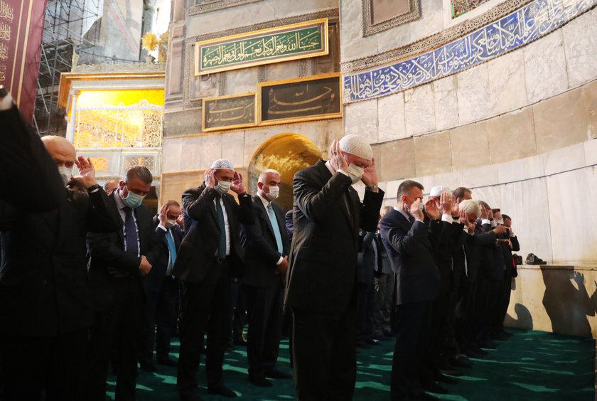 <p>Türkiye Cumhurbaşkanı Recep Tayyip Erdoğan, 86 yıl sonra yeniden ibadete açılan Ayasofya-i Kebir Cami-i Şerifi'nin açılış programına katıldı</p>