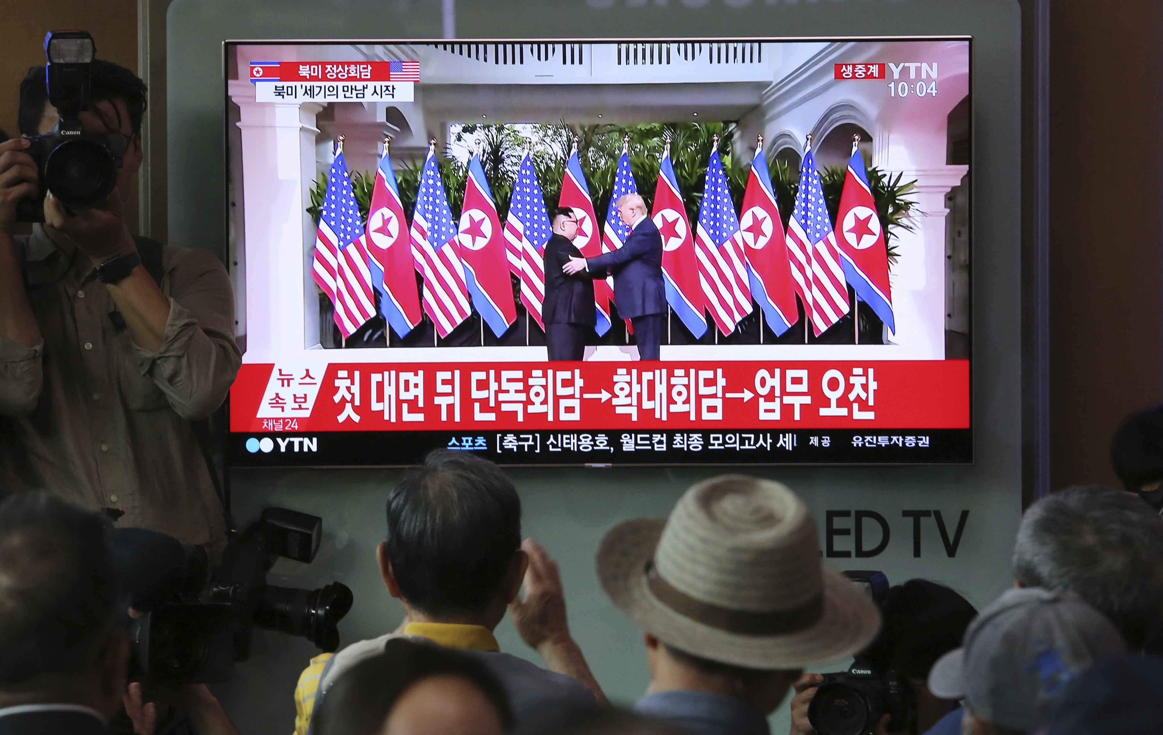 ABD Başkanı Trump ve Kuzey Kore lideri Kim Jong-un zirvesinde kalem detayı