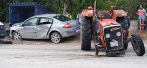 Burdur'da traktör ile otomobil çarpıştı: 6 yaralı