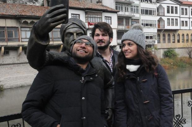 TIP ÖĞRENCİLERİ ŞEHZADE İLE 'SELFİE' YAPTI