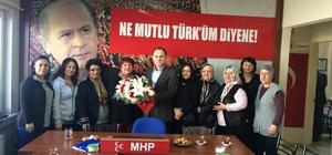 MHP İL BAŞKANI SEVER'DEN KADIN KOLLARINA ÇİÇEK
