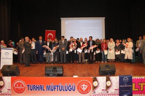 AİLE OKULU'NA KATILAN 100 KİŞİYE BELGE