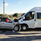 Kırıkkale'de işçi servisi ile otomobil çarpıştı: 20 yaralı