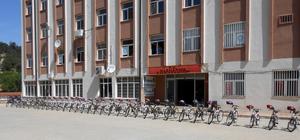 Harmancık'ta öğrencilere bisiklet dağıtıldı