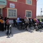 Cizre'de engellilere tekerlekli sandalye desteği