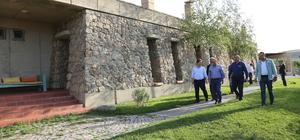 Vali Ustaoğlu, Baksı Müzesi'ni ziyaret etti